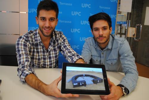Guillermo Fosalba i Fermín Monreal, mostren la seva proposta de disseny de banys portàtils