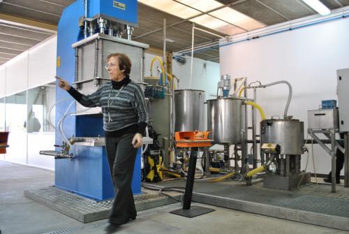 Margarita Calafell a la planta pilot de fabricació de Biprocel