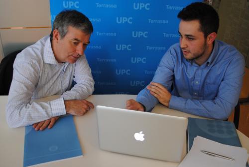 Manel Rajadell a l'esquerra i l'estudiant Héctor Gómez
