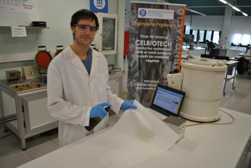 Oriol Cusola en laboratorio CELBIOTECH