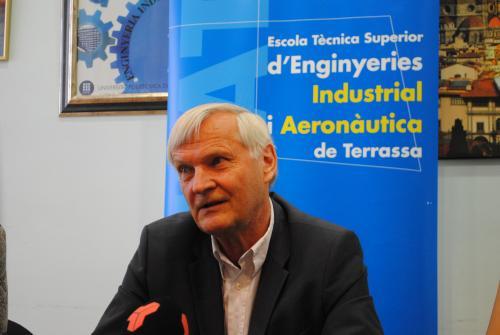 El ex astronauta Ernst Messerschmid en  la ETSEIAT