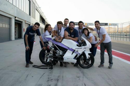 El equipo poco antes de la competición, en el circuito de Alcañiz