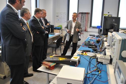 Empresaris de visita a un altre grup d'R+D del Campus de la UPC a Terrassa