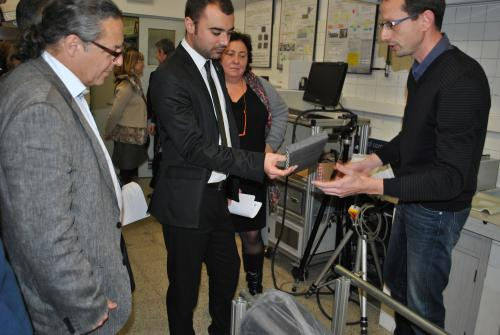 El rector Fossas, l'Alcalde, Diana Cayuela i l'investigador Jose A. Tornero en un moment de la visita